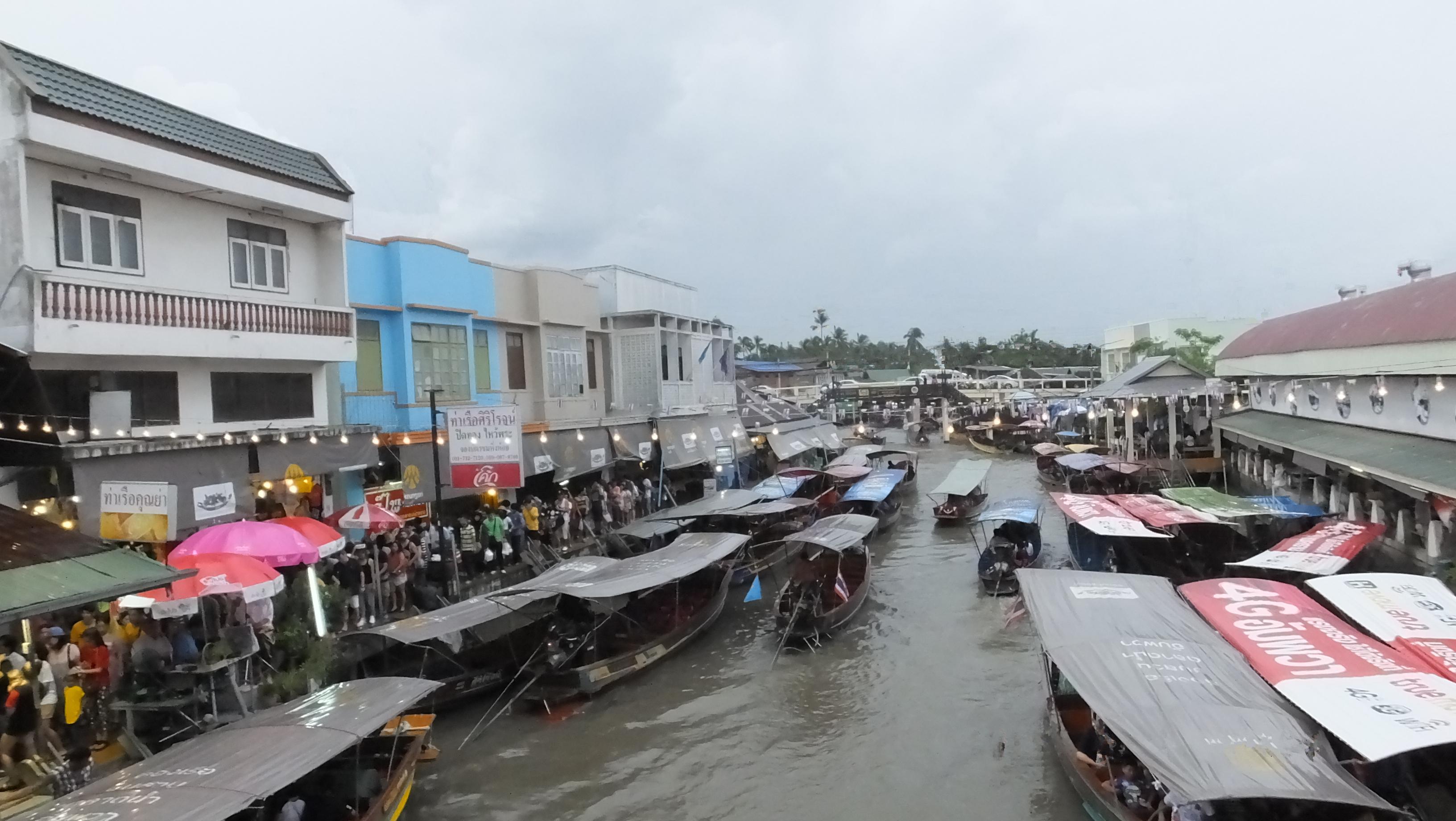 amphawa weekend floating market